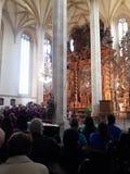 Concerts baroques d'église de métier antique dans les deathes gothiques de statue de tisserands d'ossuaire de Prague photo stock