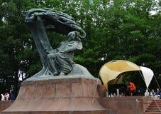 Concerts Chopin en parc royal de Lazienki à Varsovie image stock