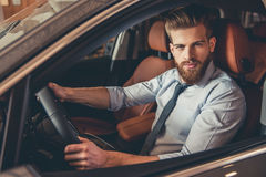 Concessionnaire automobile de visite Images stock