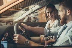 Concessionnaire automobile de visite Image libre de droits