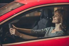 Concessionnaire automobile de visite Photo stock