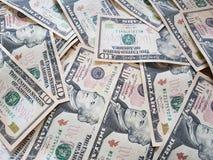 Concetti di affari, fondo, investimento di finanza e scambio di soldi: Contanti americani del dollaro pronti ad investire intorno fotografia stock libera da diritti
