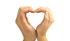 Concetti di amore - mani che formano un cuore Immagini Stock