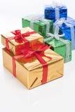 Concetti di celebrazione Molti contenitori di regalo conclusi variopinti Fotografia Stock