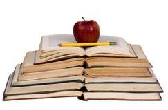 Concetti educativi (libri aperti con la mela) Fotografia Stock