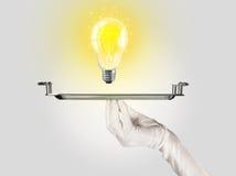 Concetto abile di idea con la lampadina sul vassoio Immagini Stock