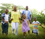 Concetto africano di attività di vacanza di festa di felicità della famiglia Immagine Stock