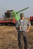 Concetto agricolo, agricoltore, soldi e raccolto Immagine Stock