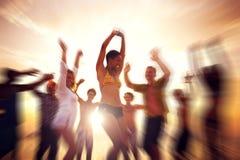 Concetto all'aperto di celebrazione di felicità di godimento del partito di dancing fotografie stock libere da diritti