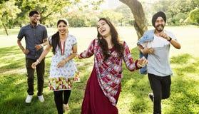 Concetto allegro del parco degli amici indiani Fotografia Stock Libera da Diritti