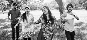 Concetto allegro del parco degli amici indiani Fotografia Stock