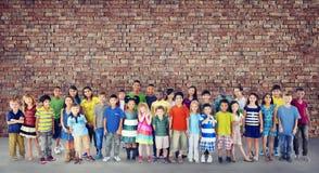 Concetto allegro della gioventù di infanzia di felicità dei bambini dei bambini Immagine Stock
