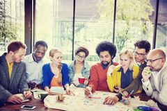 Concetto casuale di riunione di 'brainstorming' di lavoro di squadra della gente di diversità Fotografia Stock Libera da Diritti