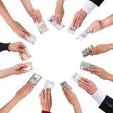 Concetto che crowdfunding con molte mani Fotografie Stock