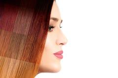 Concetto colorato dei capelli Modello di bellezza con capelli tinti variopinti fotografie stock libere da diritti