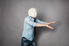 Concetto con una persona con il fronte nell'ambito di una materia tessile Fotografia Stock Libera da Diritti