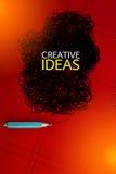 Concetto creativo con la matita e scarabocchio su fondo rosso Fotografie Stock