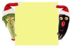 Concetto creativo dell'alimento Piccoli zucchini e melanzana divertenti in un Sa Immagine Stock