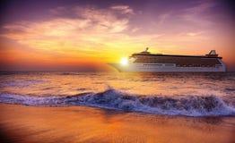 Concetto crepuscolare di crociera di Wave di oceano di crepuscolo di tramonto Fotografia Stock Libera da Diritti