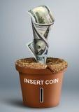 Concetto crescente di investimento, crescita di soldi in vaso Fotografia Stock