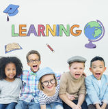 Concetto d'apprendimento accademico del grafico dei bambini della scuola Immagine Stock