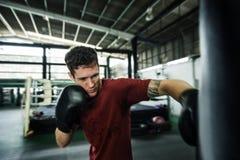Concetto d'inscatolamento di pratica di allenamento di sport di esercizio di sfida Immagini Stock