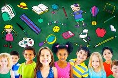 Concetto dei giovani della roba dei giocattoli di istruzione scolastica dei bambini Fotografie Stock Libere da Diritti