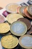 Concetto dei soldi, fine sulle euro monete Fotografia Stock Libera da Diritti