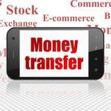 Concetto dei soldi: Smartphone con trasferimento di denaro su esposizione Immagine Stock