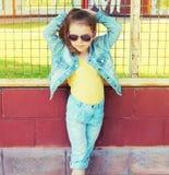 Concetto del bambino di modo - ritratto di usura alla moda del bambino della bambina Fotografia Stock Libera da Diritti