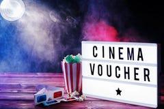 Concetto del buono del cinema con atmosfera fumosa Fotografie Stock Libere da Diritti