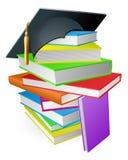 Concetto del cappello di graduazione del mucchio del libro di formazione Immagini Stock