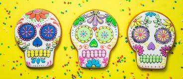 Concetto del diametro de los muertos - il cranio ha modellato i biscotti con le decorazioni variopinte Immagini Stock Libere da Diritti