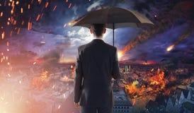 Concetto del disastro di ecologia o del mercato con le meteoriti di caduta immagini stock