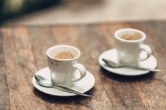 Concetto del freno del caffè due tazze di caffè espresso Immagini Stock Libere da Diritti