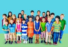 Concetto del gruppo di felicità di diversità dei bambini dei bambini Fotografia Stock Libera da Diritti