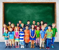 Concetto del gruppo di felicità di diversità dei bambini dei bambini Immagine Stock