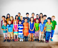 Concetto del gruppo di felicità di diversità dei bambini dei bambini Fotografia Stock