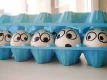 Concetto del gruppo di gossip uova divertenti in a Fotografia Stock