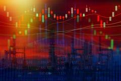 Concetto del mercato azionario con industria della raffineria di petrolio Fotografia Stock