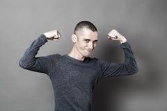 Concetto del muscolo per il giovane sorridente Fotografia Stock
