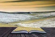 Concetto del paesaggio di inverno che esce da libro Fotografia Stock
