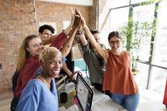 Concetto del posto di lavoro di riunione di potere di lavoro di squadra riuscito immagine stock