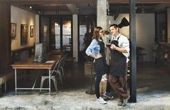 Concetto del ristorante di Coffee Shop Service di barista delle coppie immagine stock libera da diritti