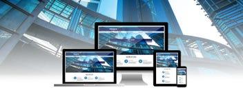 Concetto del sito Web sul telefono della compressa del computer portatile del computer immagini stock