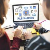 Concetto del trasferimento di dati di tecnologia di condivisione di archivi Immagine Stock