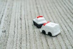 Concetto del trasporto - il volante della polizia ed ambulance van toy svegli modellano Fotografia Stock Libera da Diritti