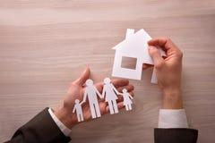 Concetto dell'agente commerciale di alloggio e della famiglia Fotografie Stock Libere da Diritti