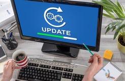 Concetto dell'aggiornamento su un computer fotografie stock libere da diritti