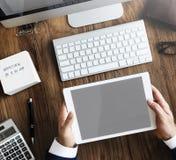 Concetto dell'area di lavoro dei dispositivi di Digital di analisi di contabilità immagini stock libere da diritti